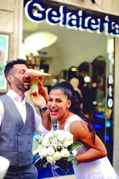 χιουμοριστική φωτογράφηση γάμου